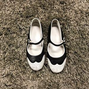 Chanel 2 tone leather black white Mary Jane flats